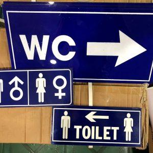 Bảng WC toilet bằng nhựa mica dán tường