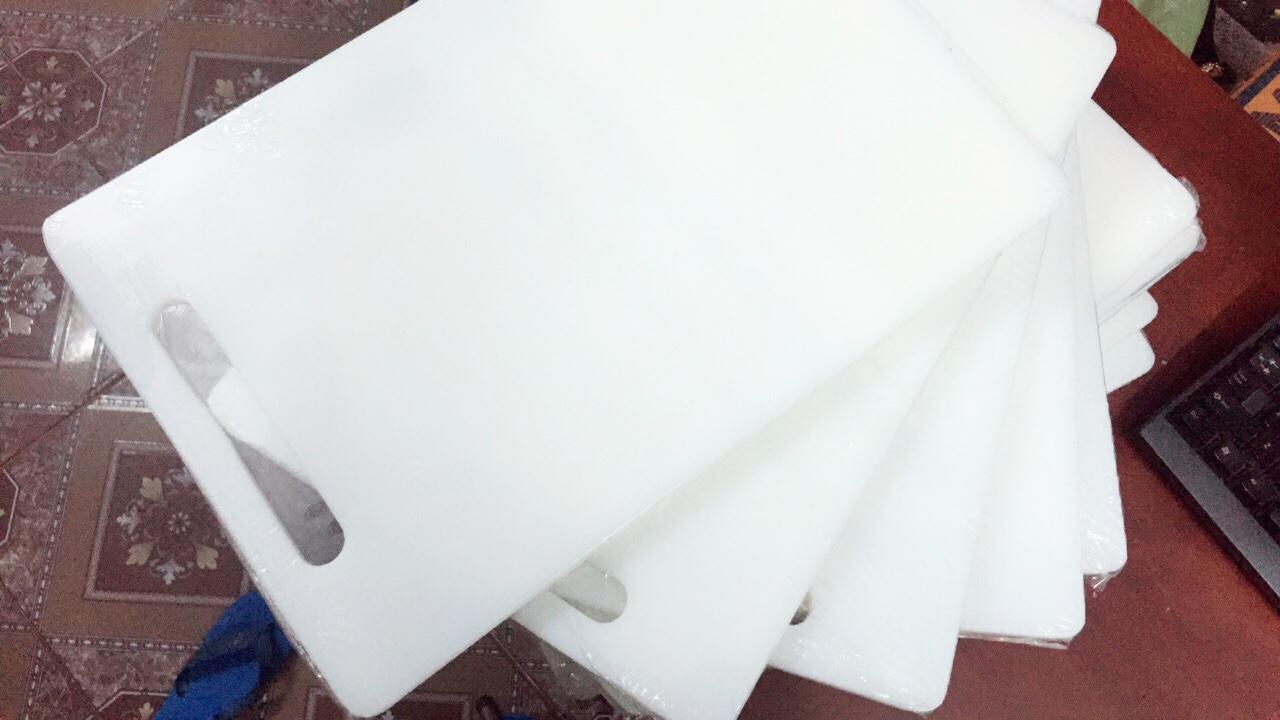 Thớt nhựa làm từ HDPE